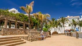 Ansicht eines kleinen Quadrats nahe dem Meer in Nerja, Spanien Lizenzfreie Stockfotografie