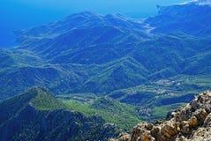Ansicht eines schönen grünen Gebirgszugs lizenzfreies stockbild