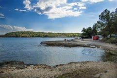 Ansicht eines Strandes in Porec lizenzfreies stockfoto