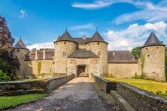 Ansicht am Eingang zum Schloss von Corroy le Chateau in der Provinz von Namur - Belgien stockfotografie