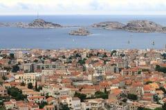 Ansicht an französischem Mittelmeer von Notre Dame de la Garde, Marseille Lizenzfreies Stockbild