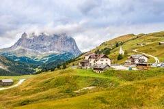 Ansicht am Gardena-Durchlauf in den Dolomit von Italien Stockfoto