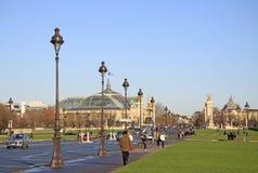 Ansicht an großartigem Palais DES Champs-Elysees und lll Pont Alexandre in Paris, Frankreich lizenzfreies stockfoto