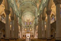 Ansicht am Innenraum der Basilika Sainte Anne de Beaupre in Kanada lizenzfreie stockfotografie