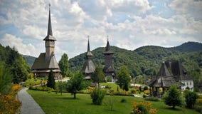 Ansicht innerhalb des Hofes von Maramuress-Kloster lizenzfreie stockbilder