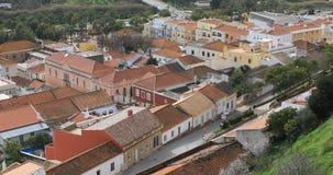 Ansicht 4K UltraHD von den Dachspitzen, Silves in Portugal stock video