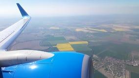 Ansicht mit dem Flugzeug fliegen durch stock video