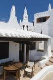 Ansicht mit Glockenturm des Fischerdorfes, Menorca, Spanien Lizenzfreies Stockbild