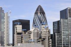Ansicht mit Wolkenkratzern in London Großbritannien Stockbilder