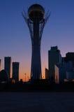 Ansicht moderner Stadt Astanas bei Sonnenuntergang Lizenzfreie Stockbilder