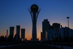 Ansicht moderner Stadt Astanas bei Sonnenuntergang Stockfoto