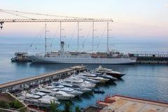Ansicht-Monaco-Nachbarschaften Das schöne Mittelmeerküsten-Taubenschlag d& x27; Azur stockfotos