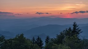 Ansicht nach Sonnenuntergang in Great Smoky Mountains lizenzfreie stockfotos