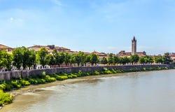 Ansicht nach Verona mit der Etsch Lizenzfreie Stockfotos