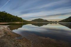Ansicht am New-hampshire See und an den weißen Bergen Stockfotografie