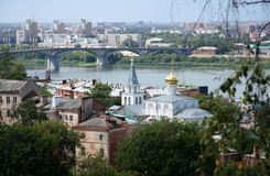 Ansicht Nizhniy Novgorod mit der Wolga und einer Kirche Stockfoto