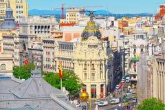 Ansicht oben auf Gran über Straße in Madrid, zur Tageszeit, Verkehr, c Stockbild