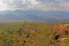 Ansicht Pai Canyons in Thailand auf Gebirgshintergrund Lizenzfreie Stockfotografie