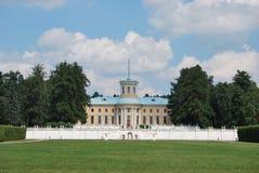 Ansicht am Palast des Zustandes Arhangelskoe Stockbild