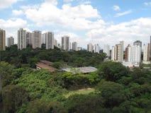 Ansicht Paulo-Brasilien von einem Gebäude in Morumbi Stockfotografie