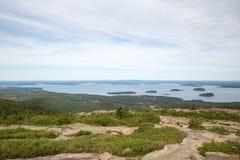 Ansicht in Richtung zu AR-Hafen von Cadillac-Berg im Acadia-Staatsangehörigen Stockfotografie