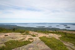 Ansicht in Richtung zu AR-Hafen von Cadillac-Berg im Acadia-Staatsangehörigen Lizenzfreie Stockfotos