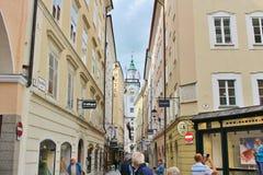 Ansicht in Richtung zu Rathaus in Salzburg Lizenzfreie Stockbilder