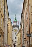 Ansicht in Richtung zu Rathaus in Salzburg Stockbilder
