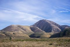 Ansicht in Richtung zu Valencia Peak, ein populärer wandernder Bestimmungsort auf der Küste des Pazifischen Ozeans, Montana de Or lizenzfreies stockbild