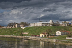 Ansicht in Richtung zum alten Schloss und zum neuen Schloss in Hrodna Lizenzfreies Stockfoto