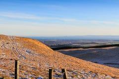 Ansicht Süd von den Lomond-Hügeln in Richtung zu Glenrothes, die Förde von vierter, von Bass Rock und von Berwick Law, Pfeife, Sc Lizenzfreies Stockfoto