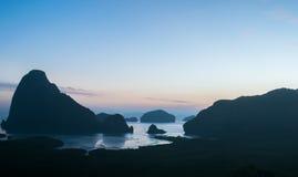 Ansicht Samed Nangshe mit klarem Himmel lizenzfreie stockfotografie