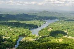 Ansicht am See-Köder im North Carolina vom Kaminfelsen Stockfotografie