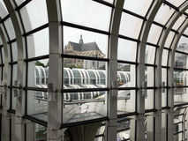 Ansicht throug Fenster lizenzfreie stockbilder