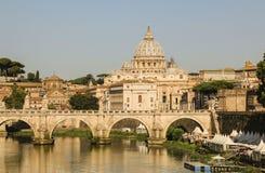Ansicht an Tiber- und St- Peter` s Kathedrale in Rom, Italien Lizenzfreie Stockfotografie