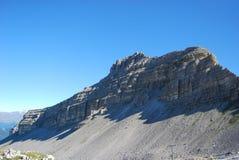 Ansicht unter den Dolomit mit Kabelbahn - Trentino Alto Adige lizenzfreies stockbild