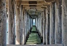 Ansicht unter einen Pier Lizenzfreie Stockfotografie