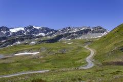 Ansicht unter Muret in den Alpen Stockfotos