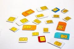 Ansicht vieler verschiedenen Formate und Farben der SIM-Karten stockfotos