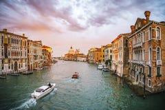 Ansicht vom ` Accademia Ponte-engen Tals auf dem Canal Grande in Venedig Lizenzfreies Stockfoto