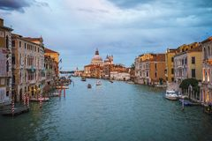Ansicht vom ` Accademia Ponte-engen Tals auf dem Canal Grande in Venedig Lizenzfreies Stockbild