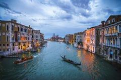 Ansicht vom ` Accademia Ponte-engen Tals auf dem Canal Grande in Venedig Lizenzfreie Stockfotografie