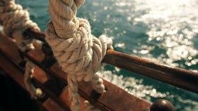 Ansicht vom alten Schiff in Meer stock video footage