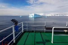 Ansicht vom antarktischen Forschungsschiff, die Antarktis Lizenzfreies Stockbild