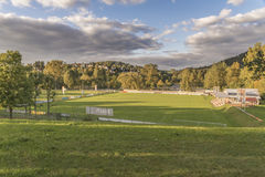 Ansicht vom Badekurortgarten zum Fußballplatz von Grafenau im bayerischen Wald Stockbild