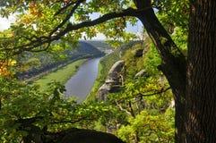 Ansicht vom Bastei auf dem Fluss Elbe lizenzfreie stockbilder