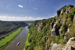 Ansicht vom Bastei auf dem Fluss Elbe stockfotos