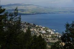 Ansicht vom Berg auf Tiberius-Stadt und dem Meer von Galiläa lizenzfreie stockfotografie