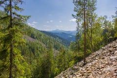 Ansicht vom Berg an einem sonnigen Sommertag Stockfoto