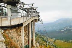 Ansicht vom Berg Kasprowy Wierch mit Skiaufzug Stockfotografie